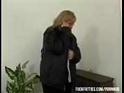 Молодая жена глотает сперму своего мужа