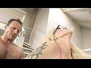 Порно девушка прыгает на члене в стене