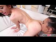 Порно в высоком качестве трансы ебуться паровозиком