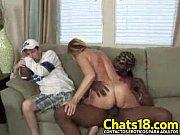 vídeo Safada dando o cu e bebendo porra - http://safadasdoporno.com