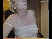Баба ссыт мужику в рот русское видео