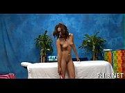 Бреет пизду во время месячных порно