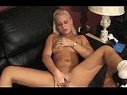 2 blond lesbians and a cucumer