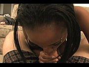 Девушка глотает сперму у мужиков