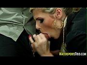 Видео как девушка делает минет