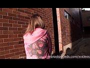 Девушки каким возрасте начинает шупут свою киска сиска