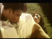 Порно она трахает его страпоном