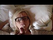 Секс видео одна на двоих женшина домашнее