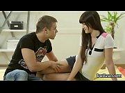Девушка играет в игру а парень ее ебет порно видео