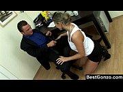 Порно молодые девушка лижет жопу парню