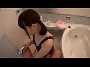 童顔のメチャカワソープ嬢がスク水姿でお客様のチンポを吸い尽くして激しく騎乗位ファック