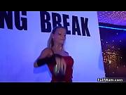 Видео госпожа мучает блондинке киску