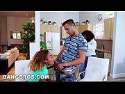 Видео мамы моют голеньких сыночков