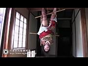 妖艶な和服美熟女が逆さ吊り緊縛調教されてるSM動画