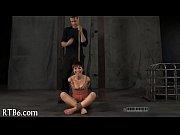 Порно младшую сестру попу видео русское