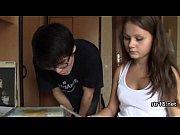 Порно видео: зрелая пара пригласила домработницу