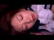 激カワな制服美少女希美まゆのマンコ&口に肉棒をねじ込む3Pセックス