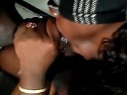 Видео мамаша с большими сиськами дрочит член