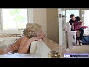 Стала в позу раком и демонстрирует свою киску на весь экран крупно видео только в позе раком