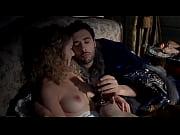 Грудастую женушку трахают пока муж спит
