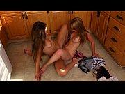 Lésbicas colocando suas aranhas para brigar