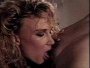 Порно специальная женщина учит сексу