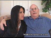 Мужчина сосет соски у двух женщин порно