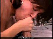 Лесбиянки страсно целуюца с язиком