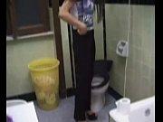 Длинноногая дама ласкает свою вагину видео
