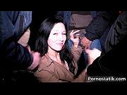 Видео как парень заходит в душевую к девушке и они занимаются сэксом