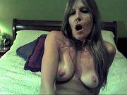 Девушка с огромными сиськами взяла в рот
