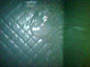 Парень трахает зрелую брюнетку через дырку в калготках
