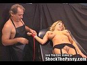 Порно парень сосет у красивого транса