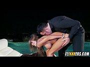 Порно муж извращенец снимает на видео как толпа трахает его жену