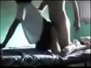 Порно парень трахает девушку в ванне