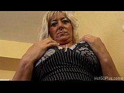 Мама сосет хуй у сына и заглатывает сперму