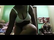 Красивая грудь блондинки в розовом лифчике видео