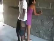 Мужик пытается девушке вставить в попу