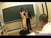 Видео мужик доводит до струйного оргазма девушку