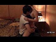 секс молодых в гостиной