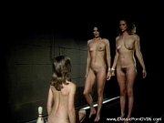 Девушки пускают струю из своих поезд