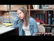 Видео девушка показывает дырку на жоп
