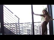 Видео очень очень очень красивая девушка снимает лифчик и показывает сиськи