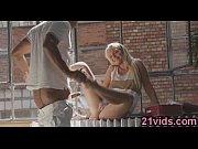 Шлюшка со спермой на лице
