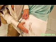 Девушка делает подруге массаж в первый раз