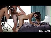 Порно в гостях смолодыми девушками