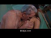 Порно видео 2 зрелые дамы и молодой парень