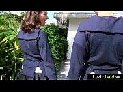 Видео перед веб камеро девка открыпа сипьно ротик и гпотает живую пягушку