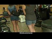 Видео стройных женщин в черных чулках и в босоножках