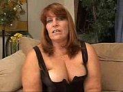 Блондинка с хорошей грудью в очках сосёт член и стоит раком
